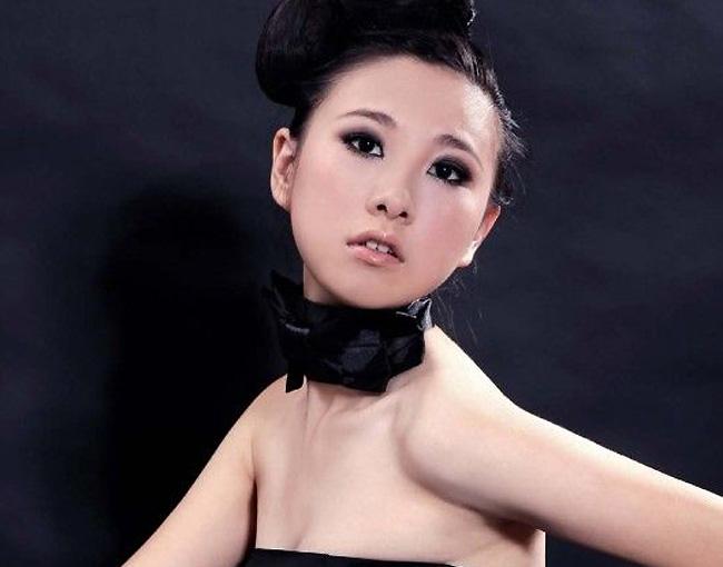 真肏小妹_开化女孩操凌雅晋级2010国际旅游小姐浙江总决赛