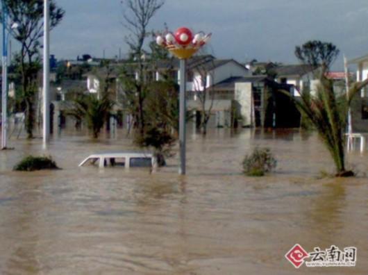 云南曲靖马龙县水库漫坝致城区被淹