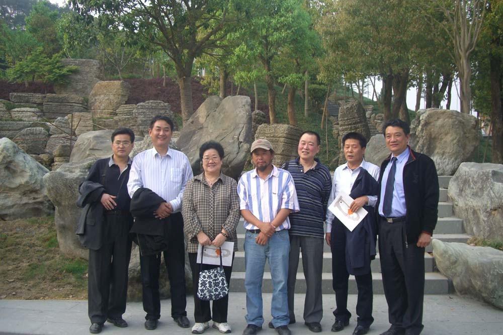 著名作家叶文玲到根博园采风图片